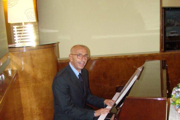 Pippo Ferraro – Pianista cantante